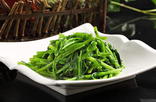 两招教你搞定空心菜,锅里加点这个,所有青菜都能保持碧绿可餐